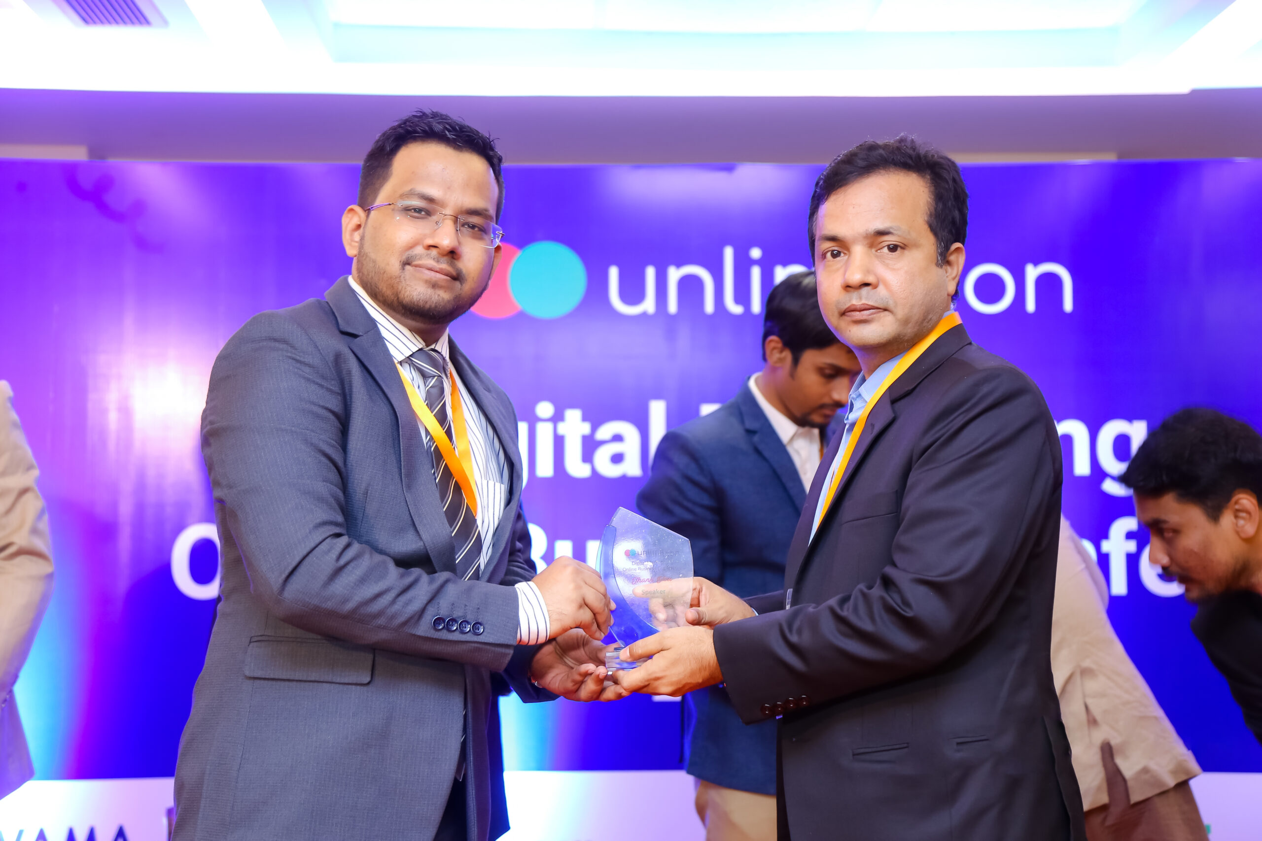 Faisal Mustafa Received Award as Speaker in 2019 from UNLIMITCON at Digital Marketing Online Business Conference